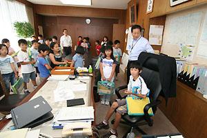舞の里小学校の子ども達と市長