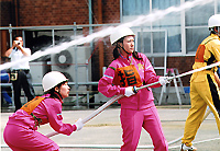 屋内消火栓競技の様子