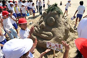 見事な砂山アート