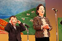おばあちゃんと孫の合唱