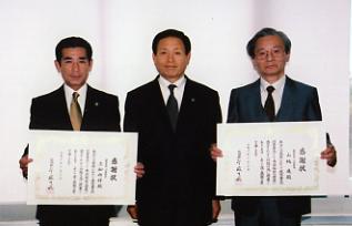 左より三船祐偉さん、中村市長、山根進さん