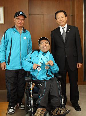 写真中央:米倉浩義さん、写真左:鶴原誠二さん