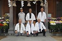 高原護さん、長崎貞俊さん、古賀神社総代の皆さん