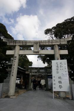 古賀神社に初詣をする人たち