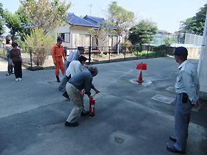 消火器を使って初期消火体験