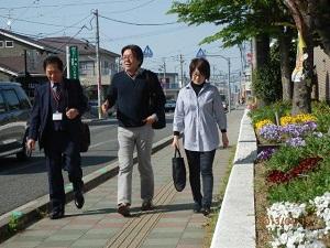 古賀ふるさと見分けの会メンバーと古賀のまちを歩く林監督