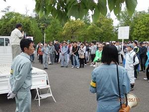 夏に行われた育林行動の開会式