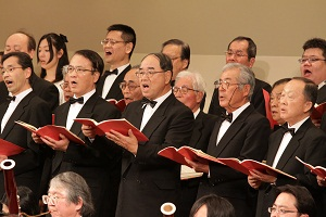 すばらしい演奏・歌声に客席からは大きな拍手!