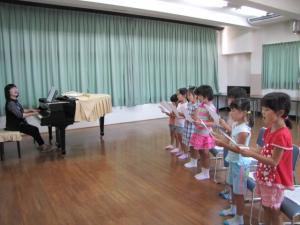 童謡をみんなで歌って楽しみました
