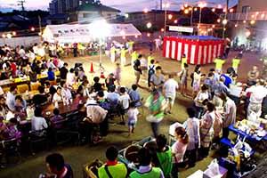 盛大な盛り上がりの祭り