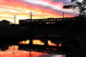 夕景を走る電車