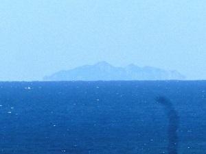 沖ノ島がはっきりと1