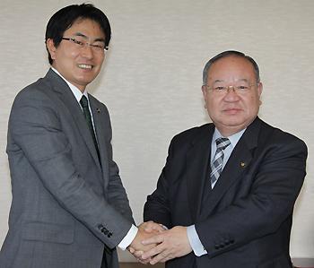 竹下市長(写真左)、太宰府市井上保廣市長(写真右)