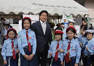 古賀海洋少年団の子どもたちと市長