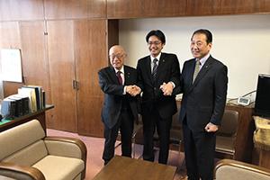 議長副議長と握手