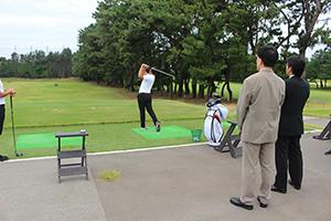 古賀ゴルフ・クラブを案内