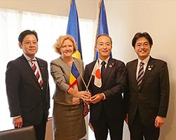 ヨシペル・タティアナ ルーマニア大使、宮内秀樹衆議院議員、原﨑智仁・福津市長と