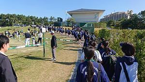古賀中2年生と一緒に、出場選手の皆さんの練習風景を見学