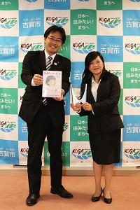 作者の菊武由美子さんと