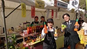 ヤスタケファクトリーさんがニンジンジュースやレモンシロップなどを販売