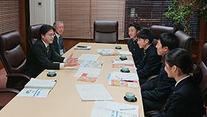 「総合的な探求」の一環で福岡高校の生徒さんたちと