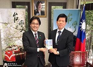 台北駐福岡経済文化弁事処の陳忠正・処長と会談