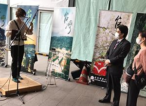会場には、台湾ゆかりの和胡奏者・里地帰さんの演奏がやさしく響きました