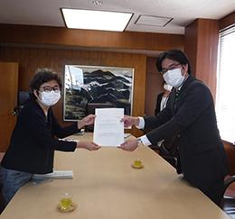 男女共同参画計画に基づく取り組みの点検・評価を倉富史枝会長から書面でいただきました