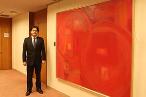 赤星信子さんの「輪舞」(2003年)を市長室・応接室の入口に飾りました