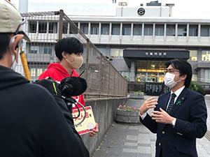 TNC「ももち浜ストア」の「うどんMAP」のコーナー 古賀市役所前でロケ中の岡澤アキラさんにお会いしました