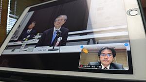 オンラインで全国ネットワークの総会 私の顔の横に表示されている拍手は「議案に賛成」の意思表示です