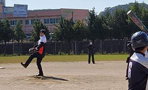 野球の交流試合でも始球式を務めました