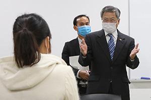在福岡ベトナム総領事館のヴー・ビン総領事が4日夜、古賀市に来訪