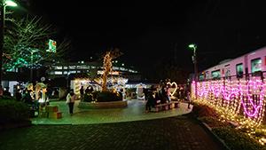 JR古賀駅西口とその周辺でクリスマスマーケットが開催中