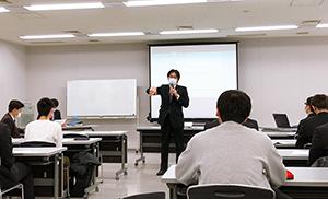 福岡工業大学の学生さんたちから古賀市のまちづくりに向けた提案をいただきました