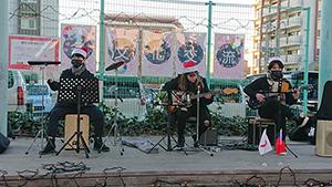 多文化交流の音楽会の歌と演奏