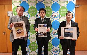 小野校区運営協議会の皆さんから、今年度の小野校区写真コンテストの入賞作品集をいただきました