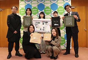 九州産業大学建築都市工学部(住居・インテリア学科)の福山秀親教授の研究室の学生さんたちにエコバックのデザインを考案していただきました