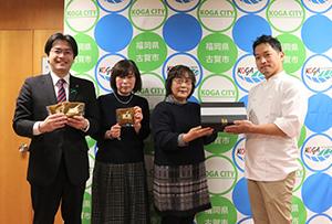 三日月とほたるのオーナーシェフ・山内慶さん、HUGっこの梯裕子さん・加藤典子さんと