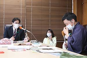 ラジオ番組「PAO~N」のコーナー「ザンネン侍道中記」に生出演し、古賀市の魅力をPR