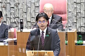 古賀市議会の定例会が26日、開会