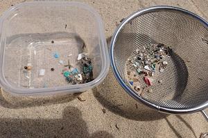 様々な色のマイクロプラスチック